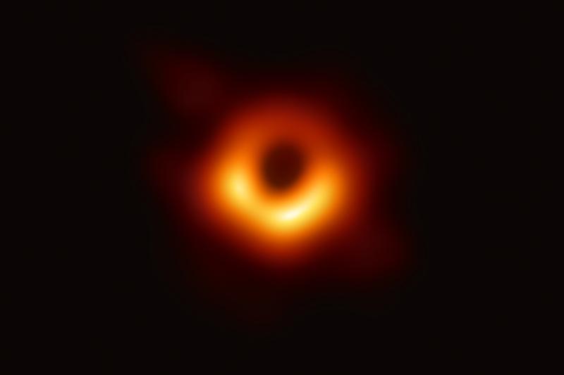 Oryginalne zdjęcie NASA czarnej dziury